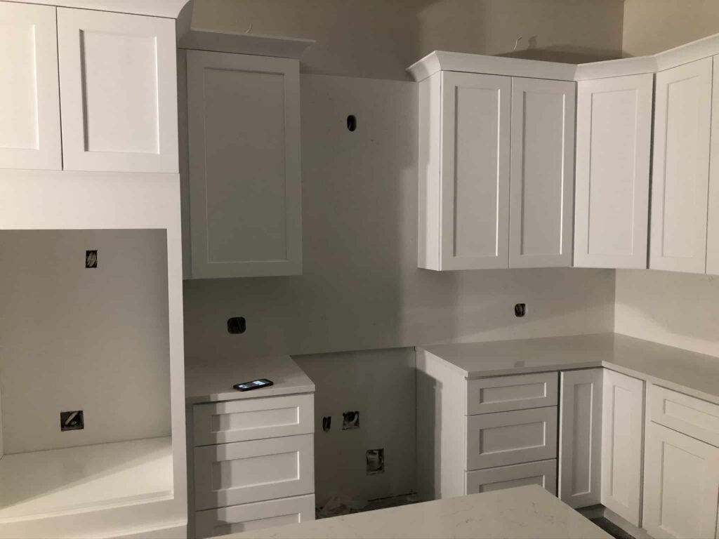 Modern White Shaker Cabinet Kitchen with white quartz countertop