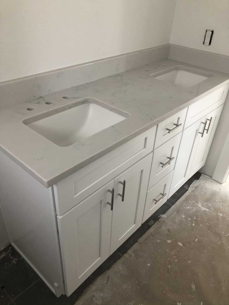 Modern White Shaker Cabinet Vanity with white/grey quartz countertop